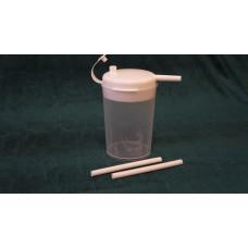 Чашка Novo Cup с крышкой и двумя соломинками.